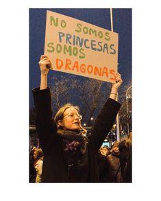 Los carteles más originales del 8-M no buscan princesas | Verne EL PAÍS Feminist Men, Feminist Quotes, Teaching Culture, Protest Signs, Classroom Language, Power Girl, Dress For Success, We Can Do It, Note To Self