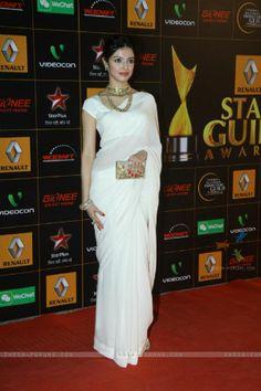 Divya Khosla was seen at the Star Guild Awards Cotton Saree Designs, Saree Blouse Designs, Indian Bridal Lehenga, Indian Beauty Saree, Divya Khosla Kumar Saree, Divya Kumar, Indian Attire, Indian Outfits, Saree Floral