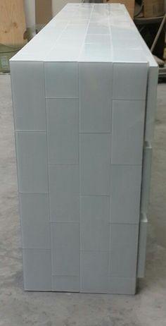 Lateral de ladrillo de vidrio blanco by HAUS DESiGN