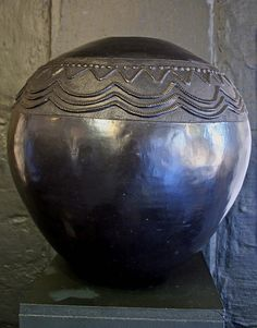 The art of African Pottery is rich and diverse Photo by Brian McMorrow Pottery has a long history in Africa and is one of the oldest arts. African Pottery, Native American Pottery, Arte Tribal, Tribal Art, Ceramic Pottery, Ceramic Art, Cultural Artifact, South African Art, Out Of Africa