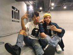 Yoojung X Koosung collaboclass !✨ 다들 커몬#1million #😆 Korean Couple, Korean Girl, 2ne1, Hip Hop Dance Studio, K Pop, 1million Dance Studio, Clothing Studio, Korean Best Friends, Best Dance