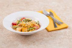 Спагетти с лососем и спаржей в сливочном соусе - KitchenMag.ru