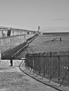 North Pier, Tynemouth by Ukbeth