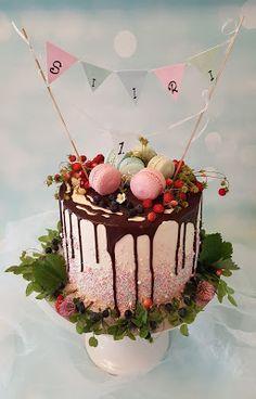Purppurahelmen juhla- ja  fantasiakakut: Kakku metsän antimista Birthday Cake, Cake Decorating, Desserts, Goals, Food, Pies, Tailgate Desserts, Deserts, Birthday Cakes