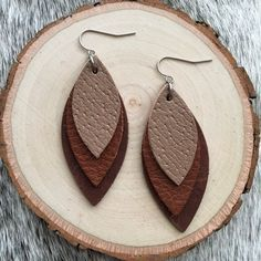 Southwestern Style Layered Leather Petal Leaf in Shades of Brown - Gift for Her Under 20 Leather Jewelry Making, Handmade Leather Jewelry, Diy Leather Earrings, Diy Earrings, Teardrop Earrings, Fashion Earrings, Earrings Handmade, Old Jewelry, Jewelry Crafts