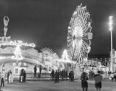Usa New Jersey Palisades Park amusement park lit up at night Canvas Art - x Palisades Amusement Park, Palisades Park, Cliffside Park, New York Photography, White Photography, Bergen County, Carnival Rides, Old Images, Urban Life