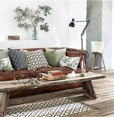 #inspiration #tabledusud #livingroom #home #bench #leather #pillows #decoration #wood #sidetable #interior #decorations