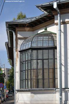 scoala centrala de fete Doorway, Windows, Mai, Architecture, Outdoor Decor, Home Decor, Entrance, Arquitetura, Entryway