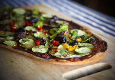 Moroccan Pizza recipe from the Veggie num.num blog. #pizza #Moroccan #zucchini