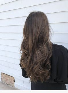 50 Hair colors and Hairstyles ideas - Haar Ideen Brown Ombre Hair, Brown Hair Balayage, Brown Blonde Hair, Ombre Hair Color, Light Brown Hair, Brown Hair Colors, Hair Highlights, Caramel Highlights, Natural Hair Color Brown