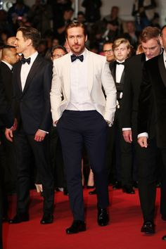 Ryan Gosling wore a Gucci custom white shawl lapel one button Signoria evening jacket with white dress shirt, midnight blue evening trousers, satin bowtie and black patent leather lace ups to the ''The Nice Guys'' premiere during the Cannes Film Festival. Ryan Gosling, Amanda Holden, Groom Tuxedo, Tuxedo For Men, Tuxedo Suit, Wedding Men, Wedding Suits, Wedding Tuxedos, Cannes Film Festival