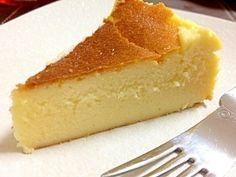 「濃厚しっとり☆お店の味!超簡単チーズケーキ」計り不要!焼く時間抜きにすれば、5分位で終わります。器具も使わないから片付け楽ちんです!お土産に持参すると、お店のみたい!と驚かれます☆【楽天レシピ】