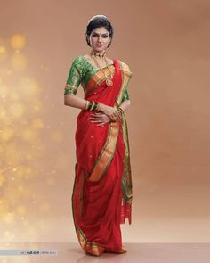 Image may contain: one or more people and people standing Indian Bridal Photos, Indian Bridal Sarees, Indian Bridal Outfits, Indian Bridal Fashion, Indian Designer Outfits, Indian Beauty Saree, Saree Draping Styles, Saree Styles, Maharashtrian Saree