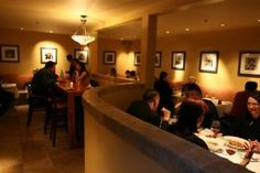 Sociale_photo_7_300x200_interior_with_people.jpg