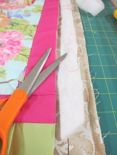 Urban Sewing Lounge: Quilt as you go - direct join technique Don't want to loose this again QAYG Quilting 101, Quilting For Beginners, Free Motion Quilting, Quilting Tutorials, Machine Quilting, Quilting Projects, Quilting Designs, Quilting Ideas, Sewing Projects