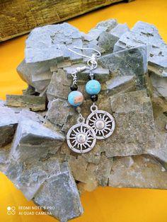 Χειροποίητα κρεμαστά αστρολογικά σκουλαρίκια με μεταλλικό σχέδιο και ενεργειακές πέτρες απο μάυρη τουρμαλίνη και γαλάζιο αχάτη . Ιδιότητες: Χαρίζει σοφία, υπομονή, κατανόηση, ηρεμία και μας κάνει φιλόξενους και δεκτικούς . Jewelry Collection, Pendant Necklace, Fashion, Moda, Fashion Styles, Fashion Illustrations, Drop Necklace