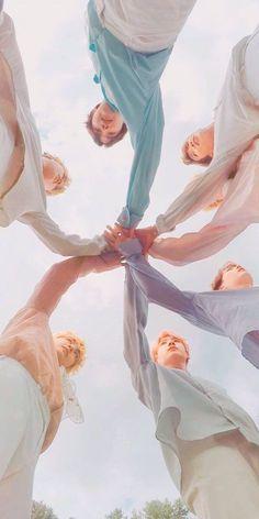 This is a Community where everyone can express their love for the Kpop group BTS Bts Taehyung, Bts Bangtan Boy, Bts Boys, Bts Jimin, Namjoon, Rapmon, Foto Bts, Bts Group Photos, V Bts Wallpaper