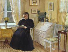 Mujer leyendo en el salón