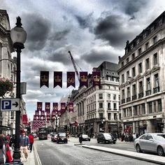 #regentstreet looked #beautiful #today. Under the #clouds and #banners . #archilovers #architecture #arquitectura #arquitecturaalacarta #architecturephotography #buildingstyles_gf #buildings #classics #heritage #cityscape #design #iconic #icatching #landscape #pinstagram #picoftheday #streets by @Burutapen