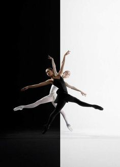 Ballerina / Bailarina / Балерина / Dancer / Dance / Ballet // this is the coolest thing ever Ballet Pictures, Dance Pictures, Ballet Art, Ballet Dancers, Ballet Shoes, Dance Like No One Is Watching, Dance Movement, Photo D Art, Ballet Photography