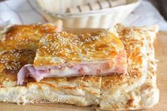 Rustic Parisian Ham and Mozzarella Wine Recipes, Cooking Recipes, Look And Cook, Tapas, Italian Pastries, Savory Tart, Finger Food Appetizers, Happy Foods, Mozzarella