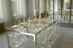 GLASS table! You can only have this if you don't have children running around, that is for sure. Lovely though!