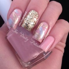 Awesome nail design for fall. Just don't like the all glitter nail.