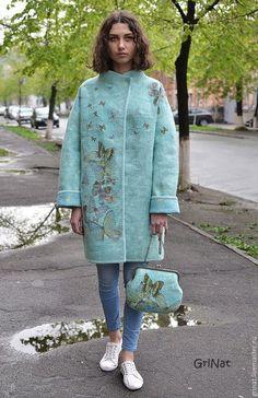 Купить или заказать Пальто'Мятный бриз' в интернет-магазине на Ярмарке Мастеров. Коллекция одежды и аксессуаров 'Время бабочек'. Пальто выполнено в технике мокрого валяния из шерсти(меринос) с с элементами нунофелтинга ( использован натуральный шелк). Отделка пальто выполнена вручную, с использованием оригинальной декоративной тесьмы. Цельноваляный подклад из волокон вискозы. Если желаете быть в курсе новинок, рекомендую подписаться на рассылку обновлений моего магазина (см.