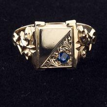 Rose gold sapphire signet ring
