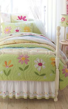 Daisy Garden Quilt #kids #bedrooms #girls