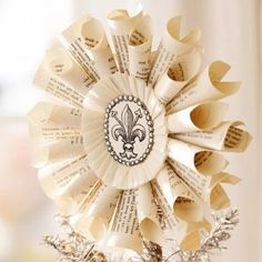 paper medallion ornament - these look like mini versions of the wreaths Amy made