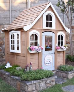 Pillow Thought: Summer Outdoor Living Tour Girls Playhouse, Build A Playhouse, Playhouse Outdoor, Playhouse Ideas, Simple Playhouse, Kids Outdoor Play, Backyard For Kids, Cubby Houses, Play Houses