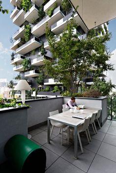 Bosco Verticale, Mailand      Die beiden Hochhäuser stehen in einem Park...