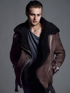 Photography duo Hunter & Gatti captures the striking cover of Flaunt Magazine with actor Douglas Booth. Styling for the shoot is courtesy of Rebecca Corbin-Murray and grooming by Mark Bailey. Flaunt Magazine, Look Fashion, Mens Fashion, Spring Fashion, Sheepskin Jacket, Douglas Booth, Men's Coats And Jackets, Fur Coats, Boris Johnson