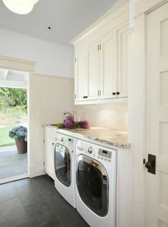 It would be useful for the laundry room to have a separate entry if possible