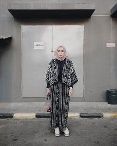 Fashion casual boho bohemian 61 Super Ideas Source by ratiharbarani fashion Batik Fashion, Boho Fashion, Trendy Fashion, Fashion Outfits, Fashion 2020, Latest Fashion, Casual Hijab Outfit, Casual Outfits, Hijab Fashion Casual