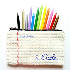 Cute pouch that looks like a piece of notepaper Isabelle Kessedjian: Encore une trousse au crochet pour les SC n° 133