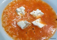 Ντοματόσουπα με κομμάτια φέτας