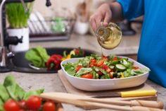 Αυτή είναι η κορυφαία δίαιτα του κόσμου! Δες το εβδομαδιαίο πρόγραμμα της δίαιτας Dash! - Ομορφιά & Υγεία - Athens magazine Guacamole, Plastic Cutting Board, Ethnic Recipes, Kitchen, Food, Cooking, Kitchens, Essen, Meals
