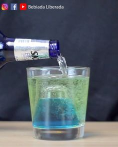 Drink Xibiu - Um shotão de cabeça pra baixo   Com quem você tomaria um Xibiu?  #bebidaliberada #shot #drinkshot #shotdrink #drink #curacaublue #bartender #bartenders