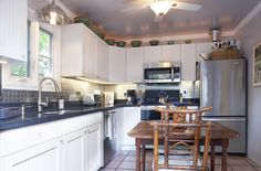 721-F Windsor Lane is a charming Key West pied-a-terre in the heart of Old Town.  The sparkling new kitchen showcases custom cabinets and stainless steel appliances.