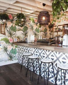 Restaurant Interior Design, Shop Interior Design, Cafe Design, Design Design, Design Ideas, Showroom Design, Bar Restaurant Design, Deco Restaurant, Modern Restaurant