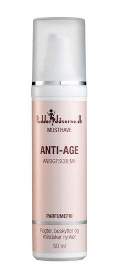 Anti-age ansigtscreme fugter og trænger hurtigt ind i huden. Den indeholder alt, hvad huden har behov for i form af fugt, beskyttelse og antirynke aktiver. I den har vi samlet vores favoritingredienser til moden hud: Peptider, B3-vitamin og hyaluronsyre.Vores Anti-age ansigtscreme indeholde