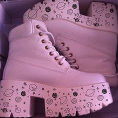 Pop Punk Fashion, Pastel Goth Fashion, Kawaii Fashion, Fashion Black, Sneakers Mode, Sneakers Fashion, Fashion Shoes, Fashion Outfits, Space Fashion