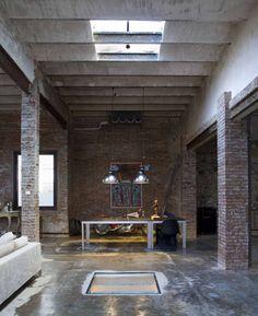 Un loft industriel en centre ville. Situé dans une ancienne usine d'imprimerie du  centre ville historique  de Barcelone