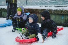 https://flic.kr/p/QvzkqA | Happiness can be Simple | Sometimes you don't need to have smartphones and tablets to have fun. Happiness can be as simple as sliding a sled with friends in a snowy weather.   I really appreciate how parents encourage their kids to go outside in such a cold weather to have fun. The smile I saw from their faces are so priceless. I really enjoy watching them playing, socializing, and laughing together.  Location: Vancouver, BC (QE Park)