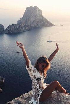 Wie houdt er nu niet van IBIZA? Het hipste eiland van de Middellandse zee! Ga 8 dagen lang naar de hipste clubs, hippie markten bezoeken of gewoon lekker zonnen in een van de mooie baaien  https://ticketspy.nl/deals/ibiza-lovers-opgelet-8-dagen-4-ibiza-met-ontbijt-en-vluchten-va-e249/