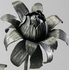 Forged flower by Holly Fisher. Metal Art Projects, Metal Crafts, Tire Art, Cement Art, Metal Garden Art, Iron Work, Metal Fabrication, Metal Flowers, Metal Furniture