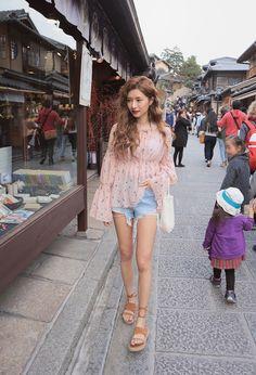 Korean Fashion : ⭐️별⭐️ : Photo Korean Outfits, Short Outfits, Cool Outfits, Casual Outfits, Fashion Outfits, Womens Fashion, Fashion Ideas, Ulzzang Fashion, Asian Fashion