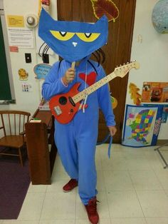 35 Of the Best Ideas for Pete the Cat Costume Diy . Wear this Meme-inspired costume to your Halloween party to really see who's hip as well as cool. Themed Halloween Costumes, Halloween Books, Cat Costumes, Halloween Cat, Halloween Outfits, Halloween Ideas, Teacher Costumes, Costume Ideas, Book Characters Dress Up